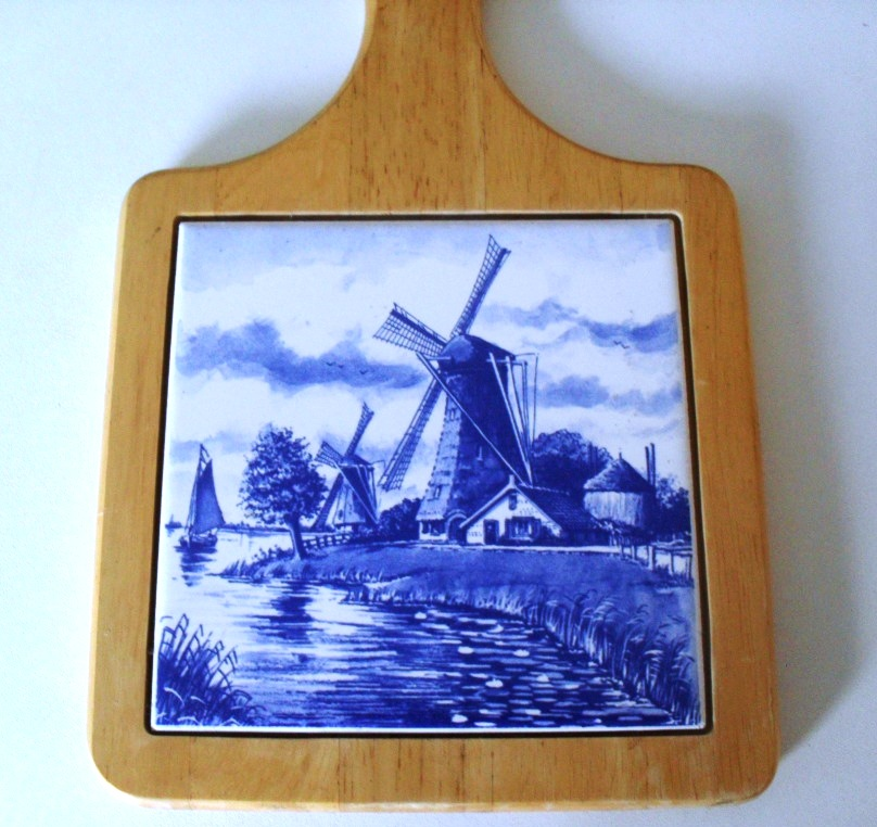 Delft cheese board