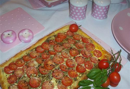 tomato and crème fraîche tart
