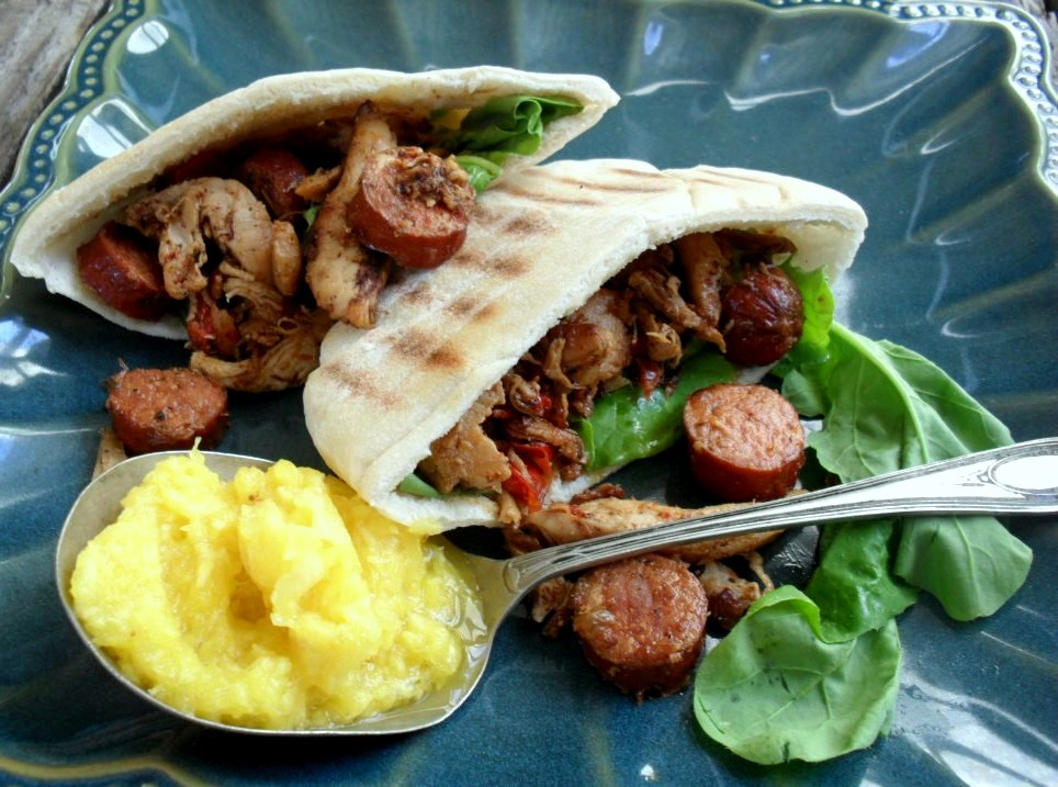 Chicken and chorizo in pita breads with pineapple coulis chicken and chorizo 3b