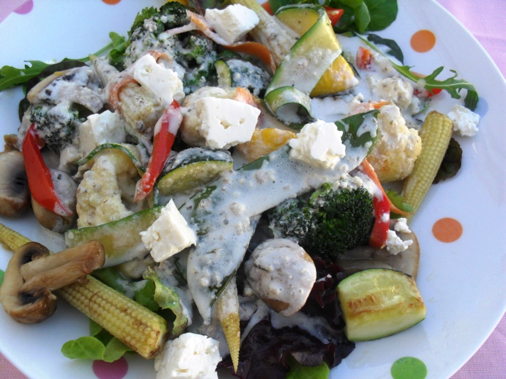 Vegetable stir fry with a creamy dressing