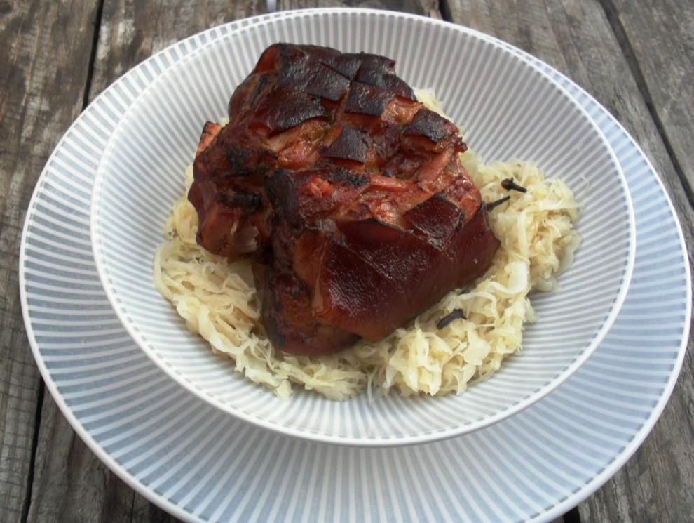 Eisbeins with sauerkraut