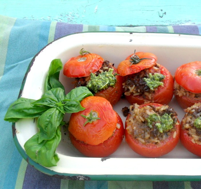 Tomatoes stuffed with lamb mince and basilSAMSUNG DIGITAL CAMERA>