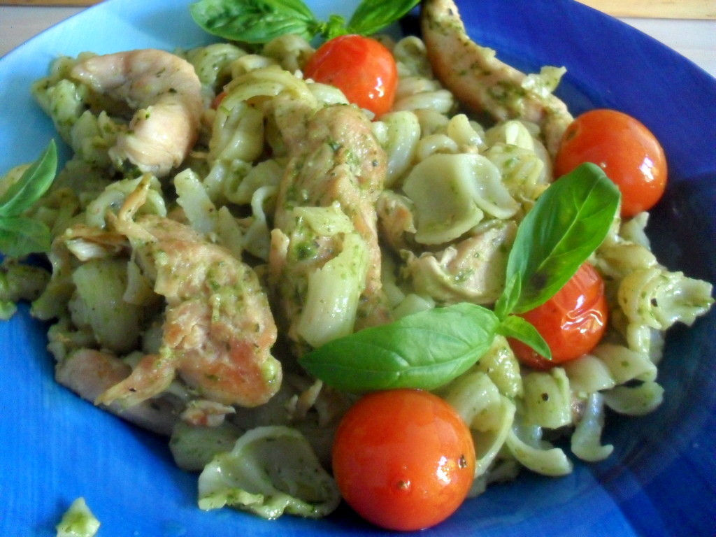 Basil pesto pasta with chicken and roasted tomatoes - Pink Polka Dot ...