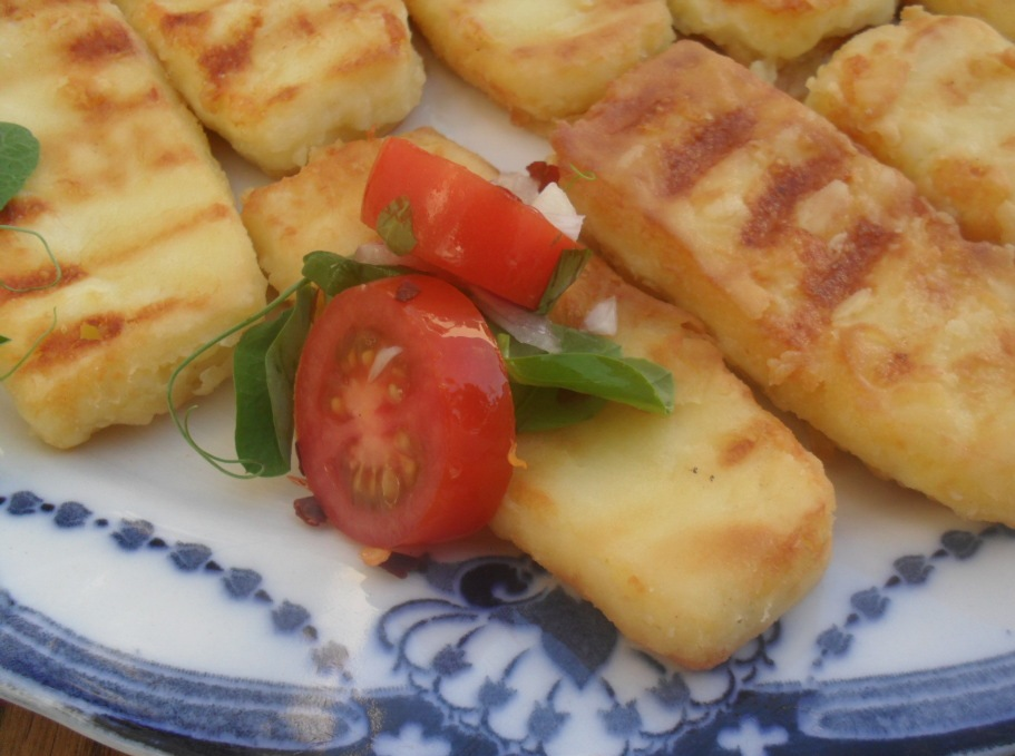 Fried Halloumi cheese with tomato salsa